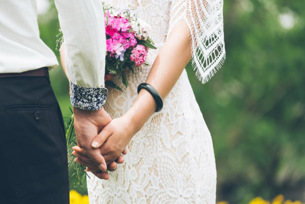 bride-and-groom-holding-hands-closeup